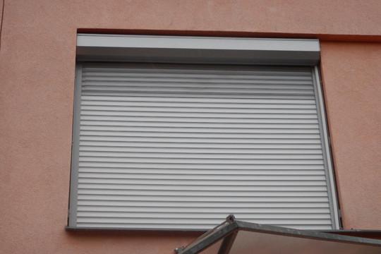 Pohledová schránka s ukotvením do fasády nebo do okna