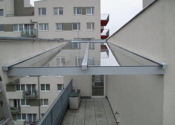 Realizace zastřešení pavlače v novostavbě bytového domu