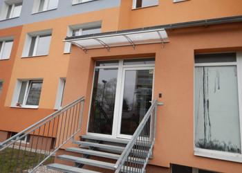 Realizace zastřešení vchodových dveří do panelového domu