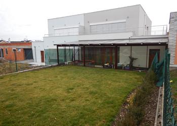 Realizace hliníkové terasy se zasklením a zastřešením